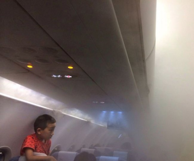 Лякаюче пар в салоні літака