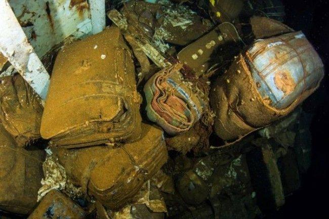 Подводная экскурсия по затонувшему теплоходу (20 фото)