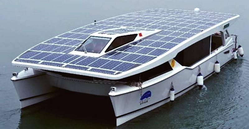 Лодка на солнечных батареях