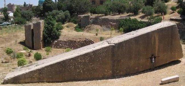 Гигантские блоки Баальбека (9 фото)