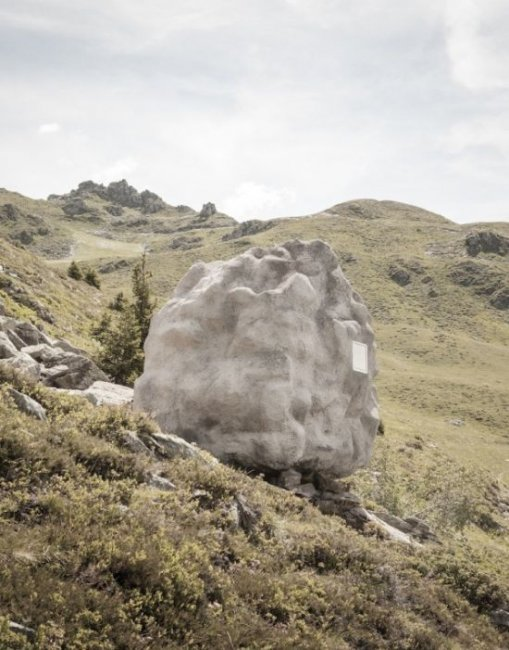 Уникальный дом на вершине Альпийских гор (7 фото)