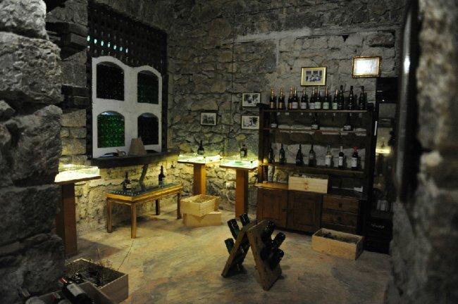 Театр-музей винного искусства (4 фото))