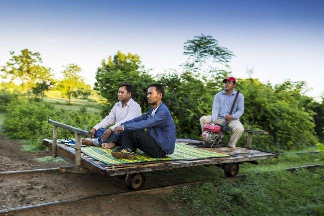 Авто - факт: в Камбодже работает бамбуковая  железная дорога
