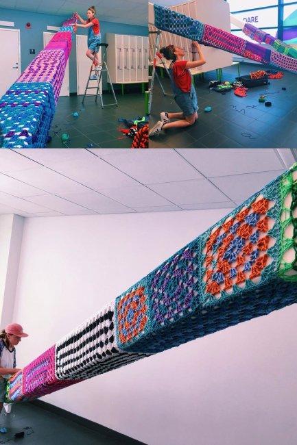 Стрит-арт с элементами вязания  (5 фото)
