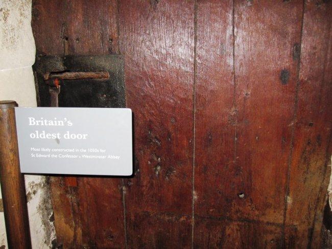 Интересные находки самых первых дверей (4 фото)