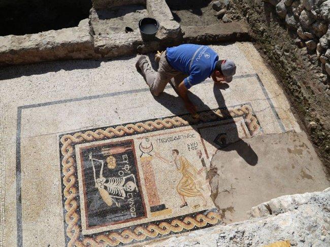В Турции найдена уникальная мозаика, которой 2200 лет (2 фото)