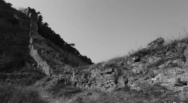 Китайцы испортили участок Великой стены бетоном (8 фото)