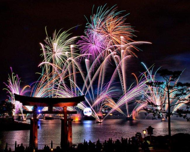 Самые необычные новогодние традиции мира (7 фото)