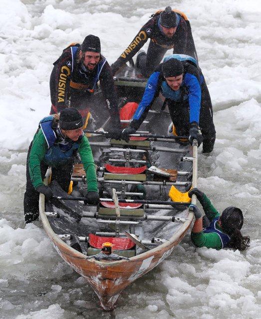 Гонки на байдарках среди льдин (16 фото)