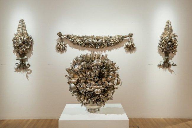 Необычные цветочные композиции из ложек и вилок, созданные Энн Кэррингтон (7 фото)