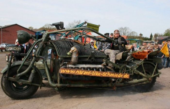 Авто - факт: в Книгу Рекордов Гиннесса внесен немецкий мотоцикл с двигателем от советского танка
