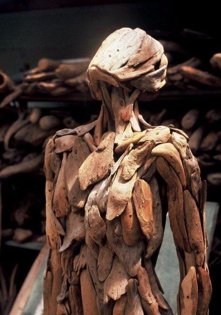 Скульптуры из коряг от дерева (10 фото)