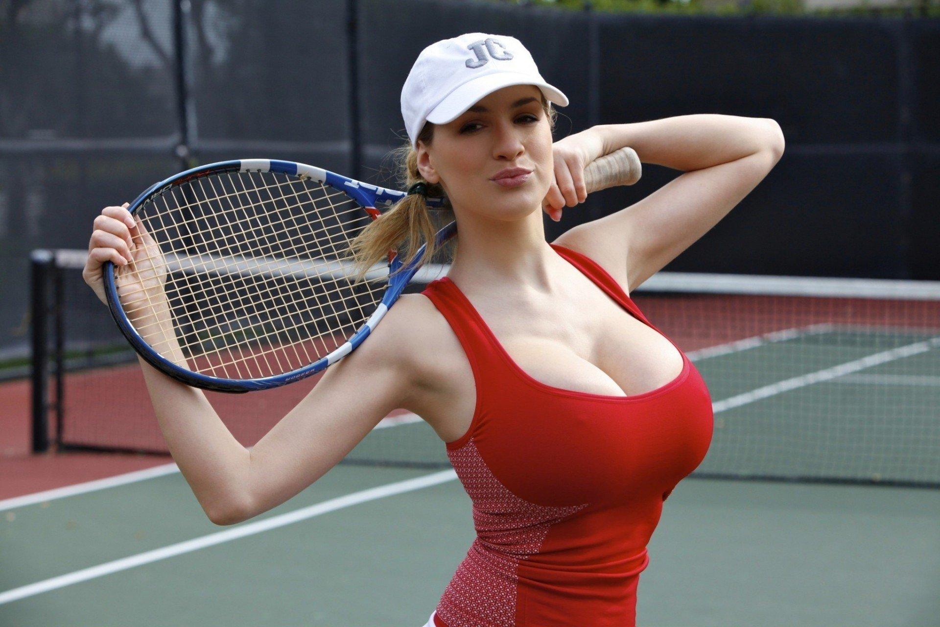 На теннисе под