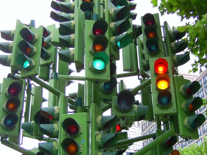 Почему у светофора именно эти 3 цвета?