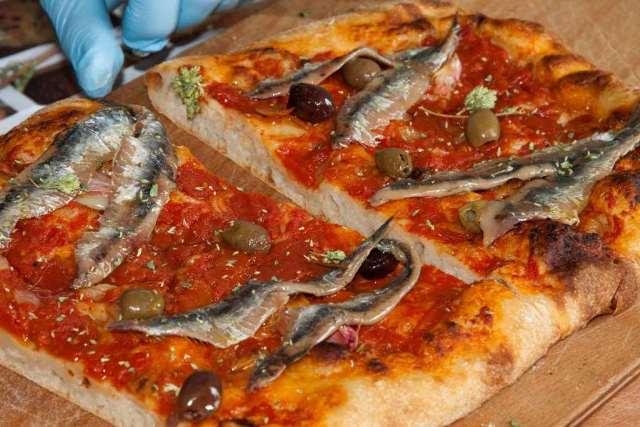 Традиционные пиццы различных стран  мира (11 фото)