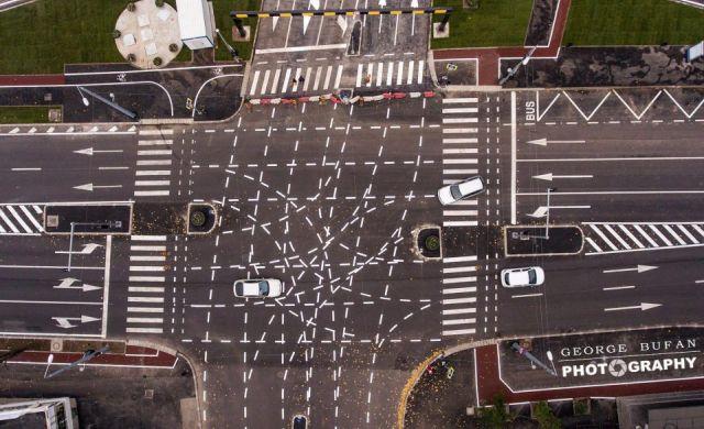 Необычная дорожная разметка смутила водителей румынского города Тимишоара (3 фото)