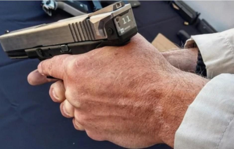 Пистолет Glock 17 с электронным счётчиком боеприпасов (3 фото)