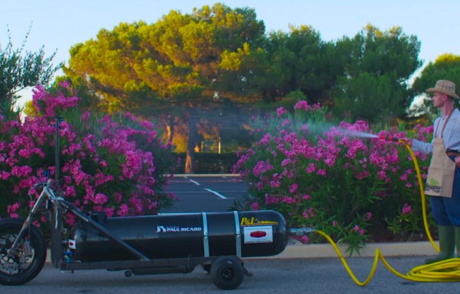 Трицикл на воде: до 100 км/час за полсекунды (видео дня)
