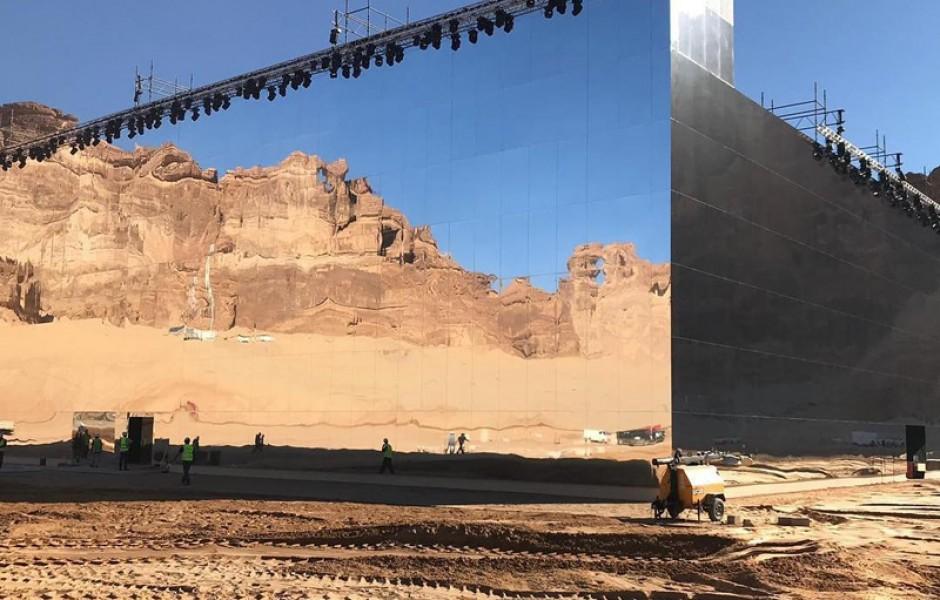 Концертный зал по среди пустыни Саудовской Аравии (16 фото)