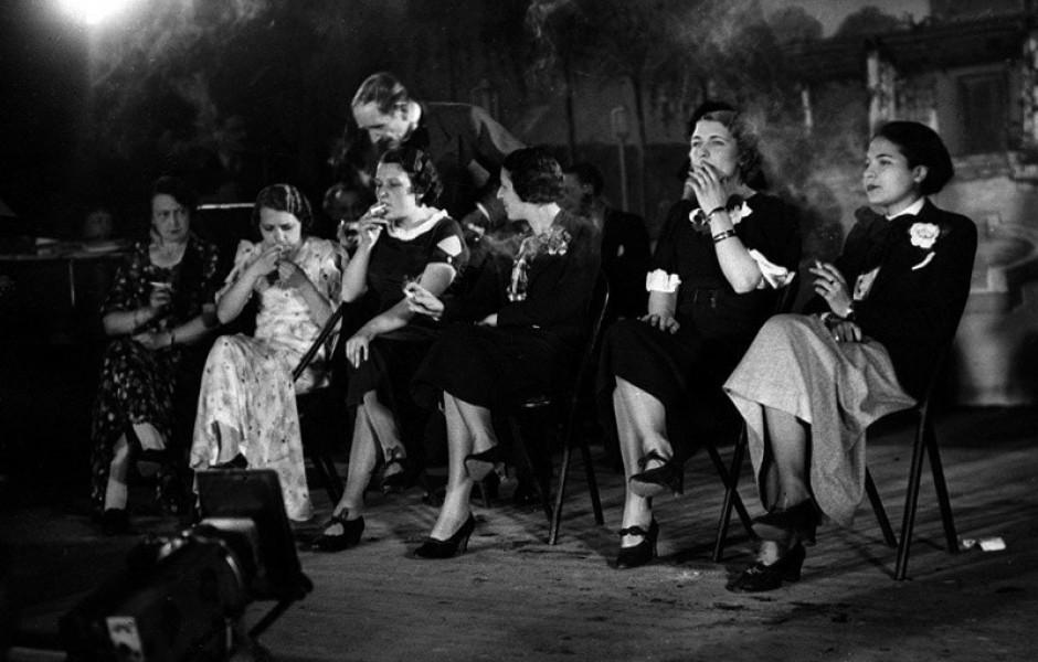 Конкурс на самую элегантную курильщицу, Франция, 1935 год