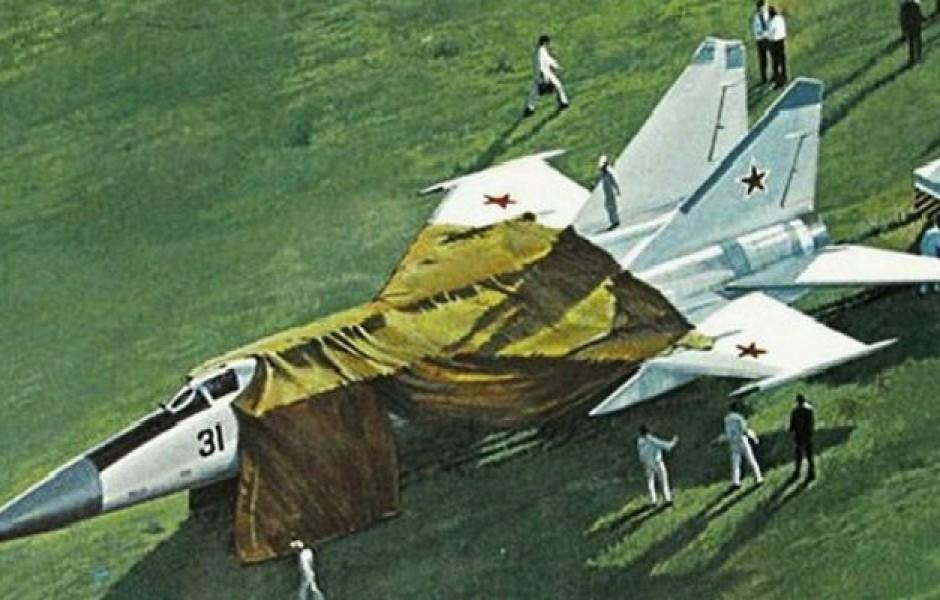 Угон самолета из СССР: секретный истребитель улетел в США