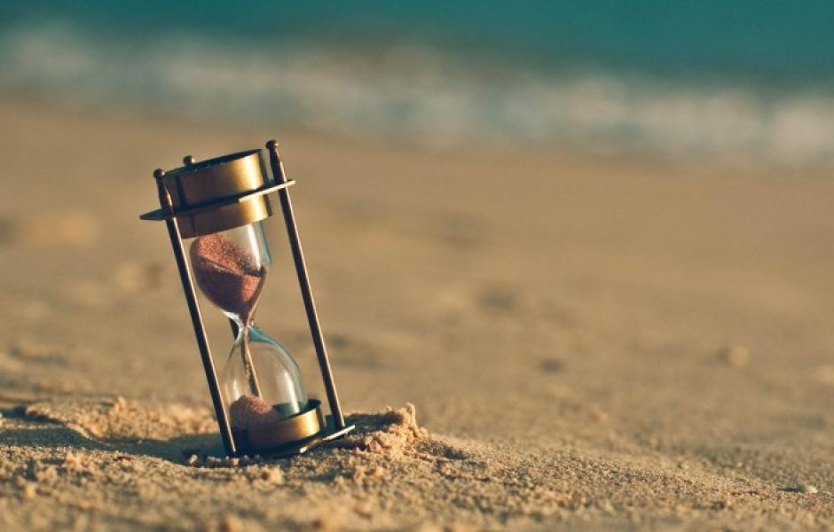 Почему из стариков «сыплется» именно песок?