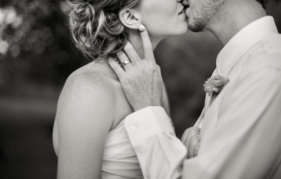 Как целуются в разных странах мира