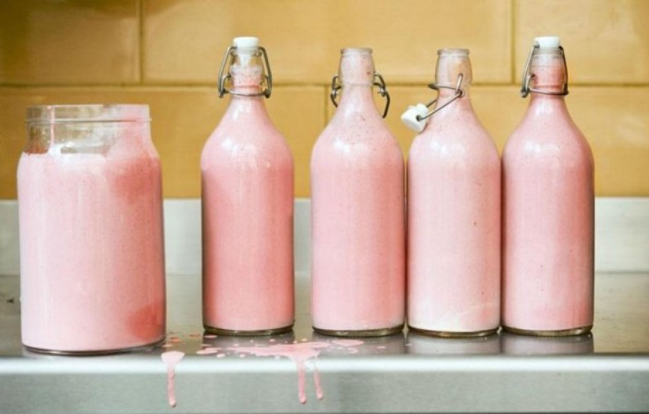 Правда ли, что у бегемотов розовое молоко?