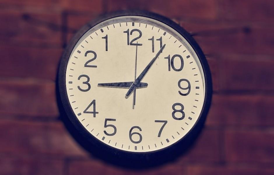Почему стрелки часов идут слева направо