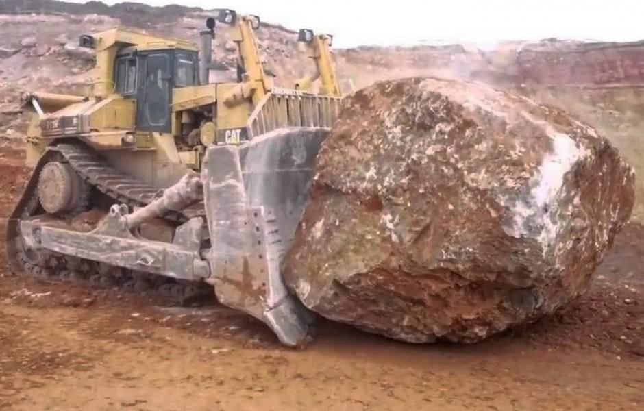 Самые огромные бульдозеры и тракторы в мире