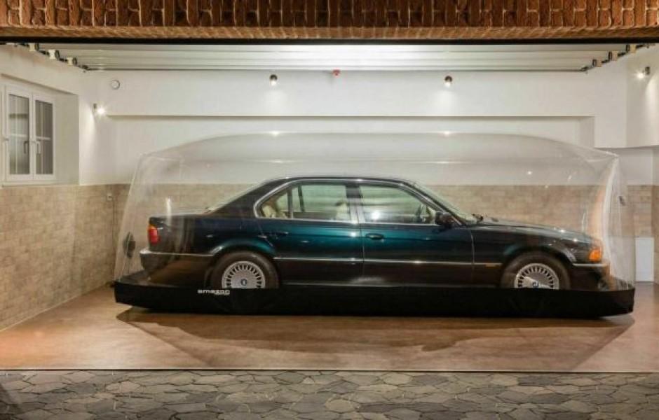 BMW более 20 лет хранили под изолированным куполом