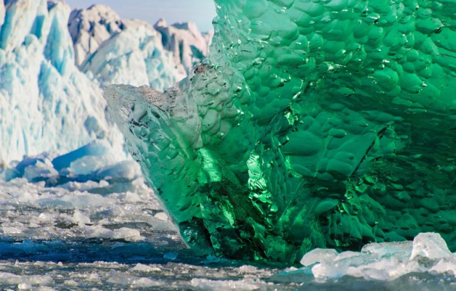 Почему айсберги бывают не только белого цвета?