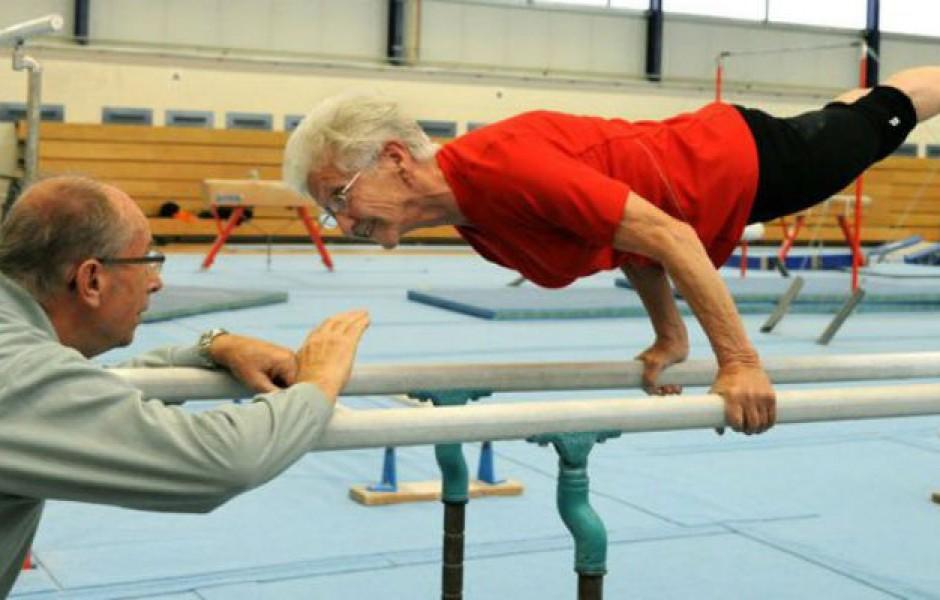 Упражнения 95-летней гимнастки не могут повторить молодые (3 фото)
