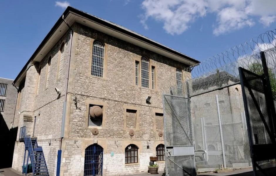 В Англии предлагают стать заключенным на ночь. За деньги