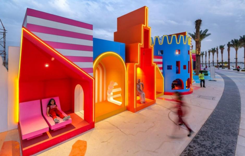 Дизайн-студия превращает скучное городское пространство в красочные игровые площадки (11 фото)