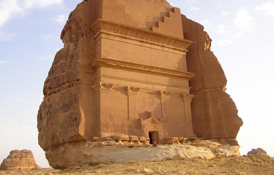 «Одинокий дворец» в скале