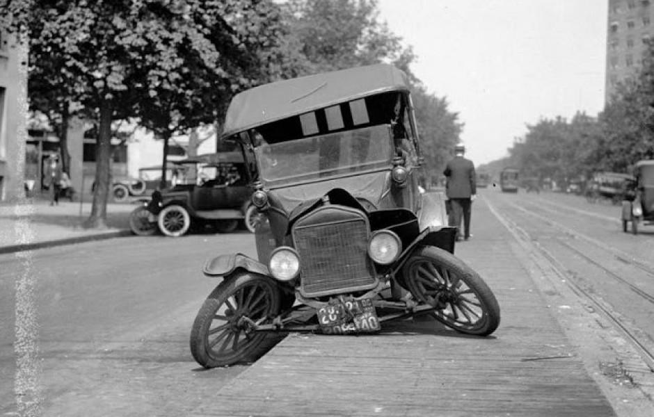 Фотографии автомобильных аварий начала XX века (20 фото)
