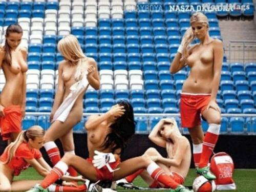 Газон арены для Евро-2012 первыми опробовали девушки Playboy (11 фото)