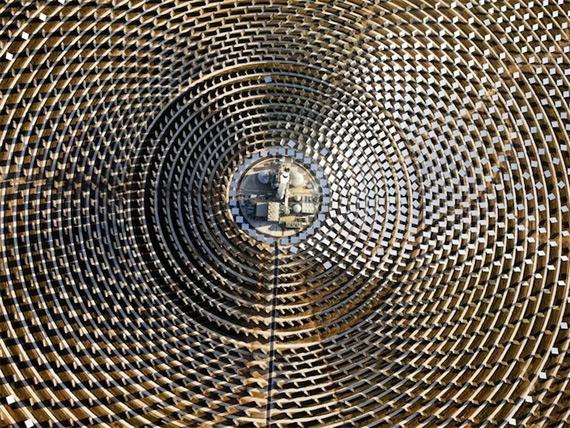 Круглосуточная солнечная станция (8 фото)