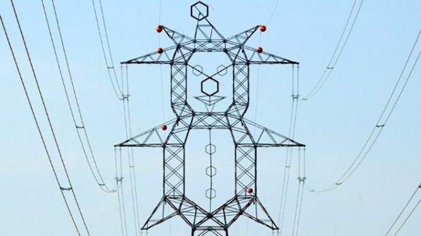 Линии электропередач в форме клоунов