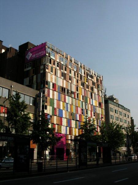10 этажный дом в Корее из дверей (4 фото)