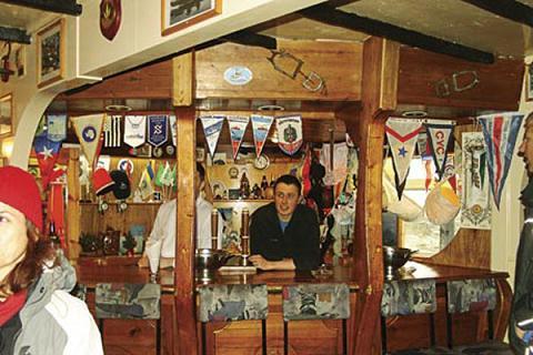 Топ 10 самых необычных баров мира (10 ajто)