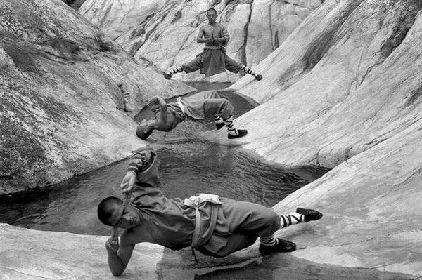 Чудеса, которые вытворяют Шаолиньские монахи (9 фото)