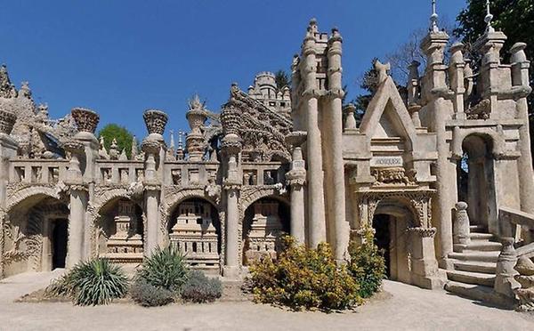 Дворец, построенный почтальоном (5 фото)
