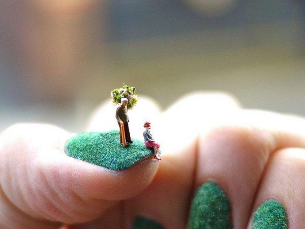 Живописные миниатюры на ногтях (6 фото)