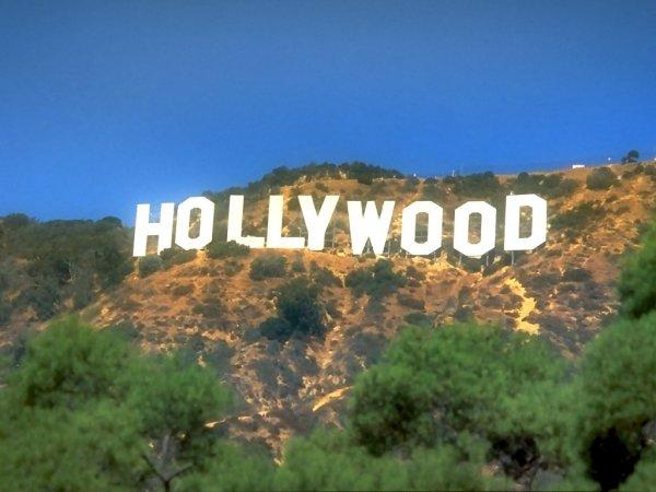Знак «HOLLYWOOD» — это рекламный лозунг по продаже домов!