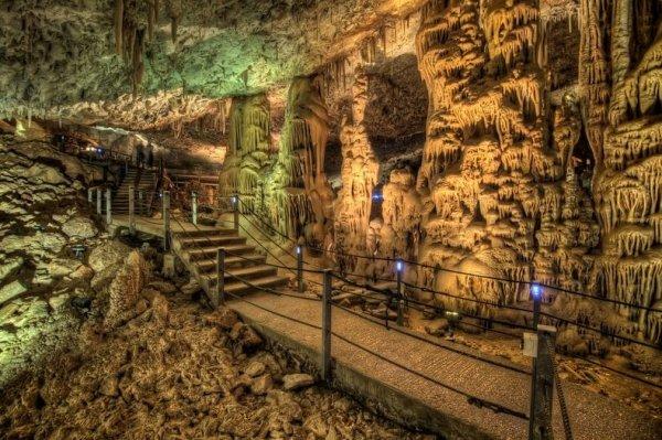 Пещера Авшалом и психоделические сталактиты (9 фото)
