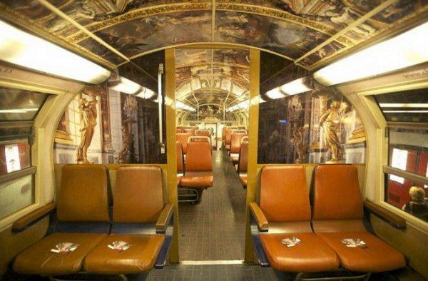 Парижский поезд в виде музея (13 фото)