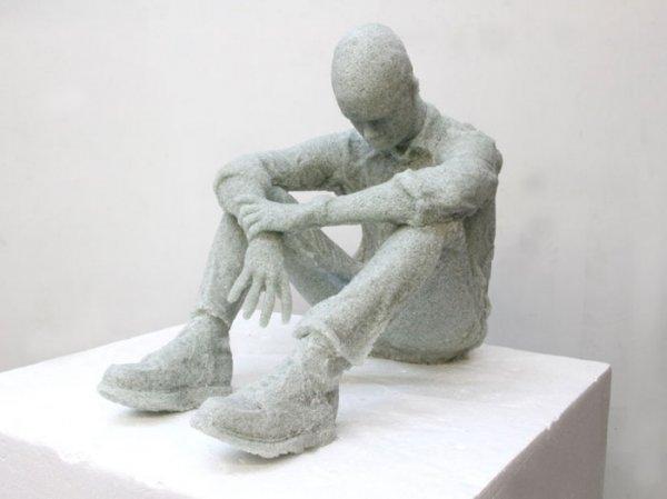 Скульптуры из битого стекла (6 фото)