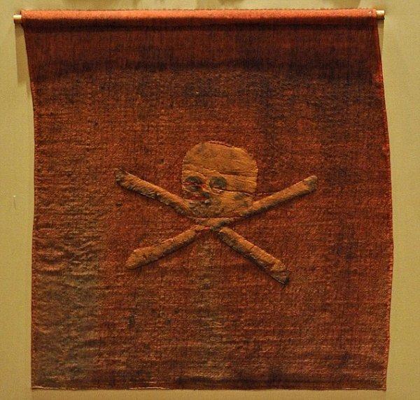 Веселый Роджер: самый древний пиратский флаг (3 фото)